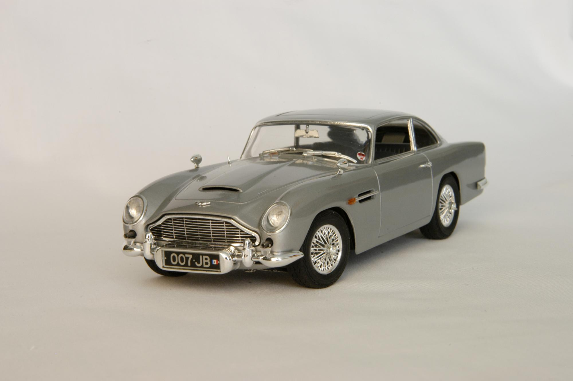 james bond aston martin db5 under glass model cars magazine forum. Black Bedroom Furniture Sets. Home Design Ideas