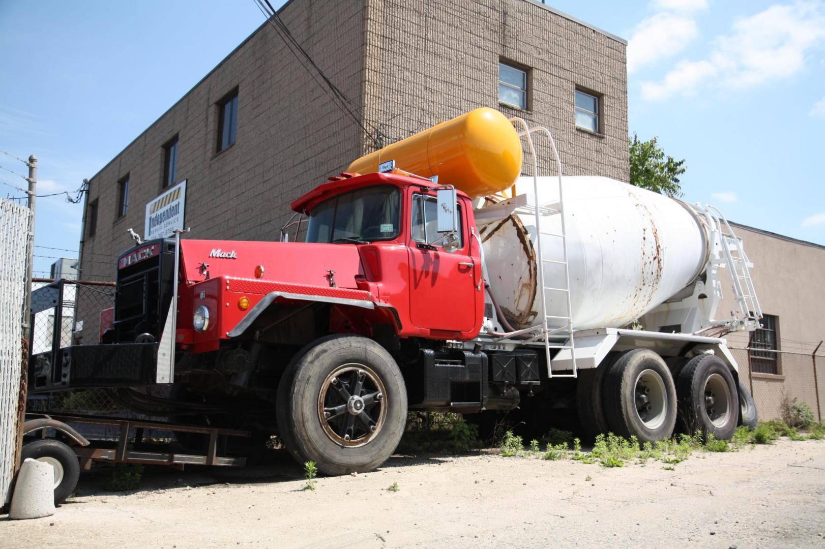 Mack Dm800 Concrete Truck Under Glass Big Rigs Model