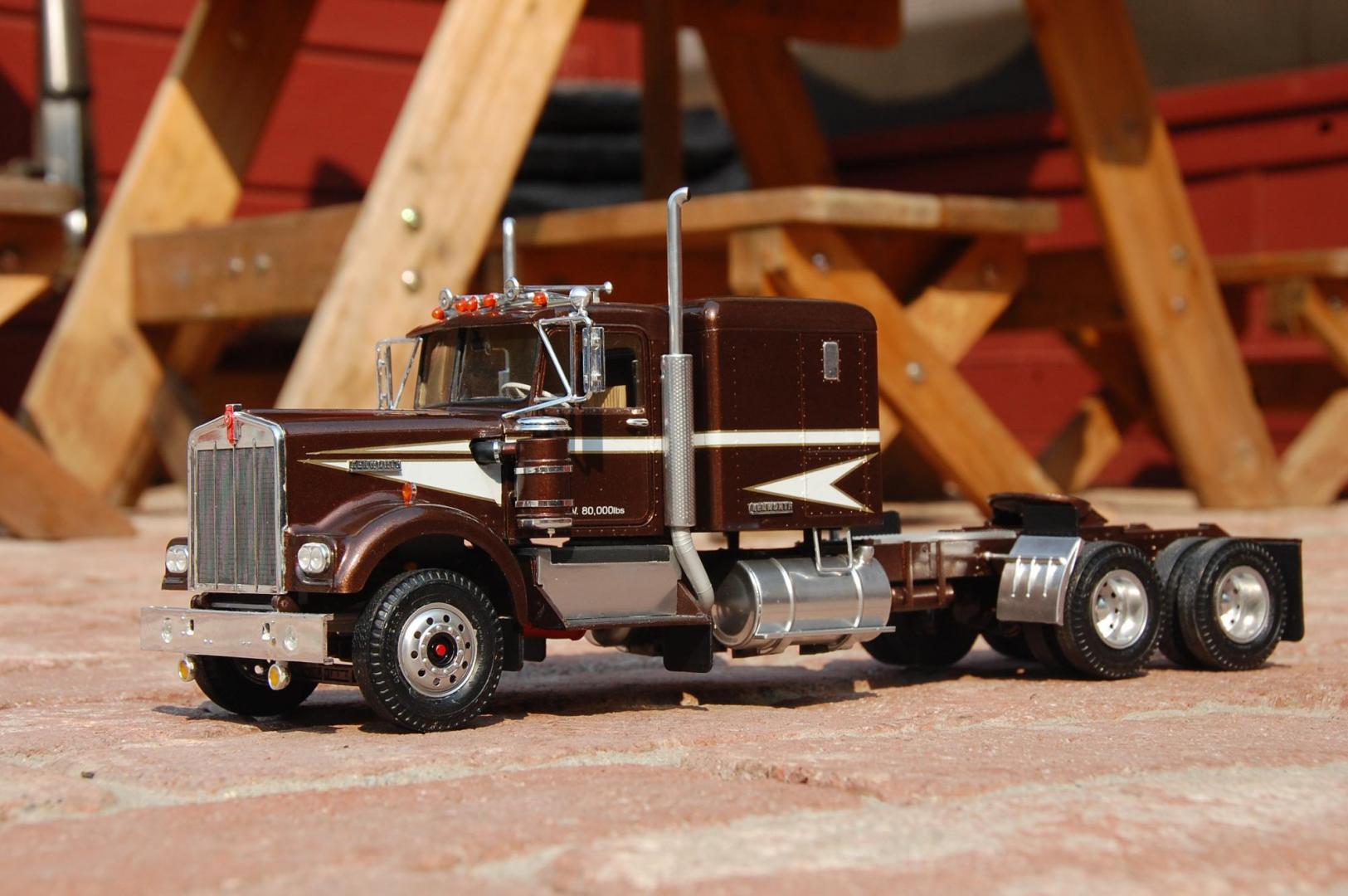 amt kenworth w-900 - under glass  big rigs