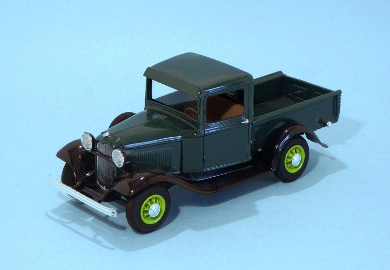 1932 Ford Pickup  green (3).JPG
