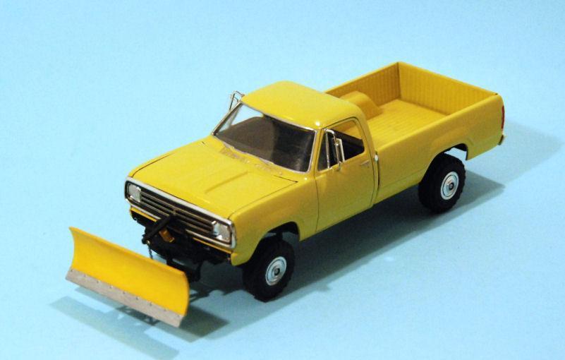 1973 Dodge W200 snow plow (2).JPG