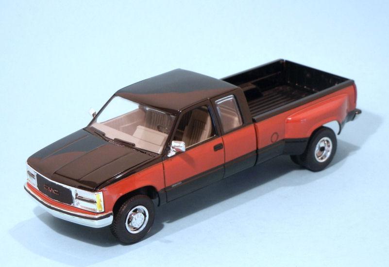 1990 GMC 3500 Pickup (3).JPG