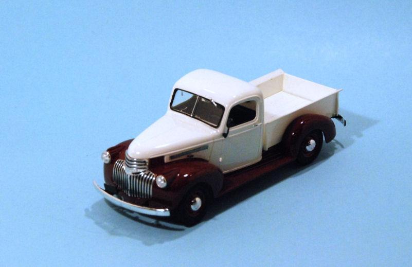 1941 Chevrolet PU  white & burgundy (3).JPG