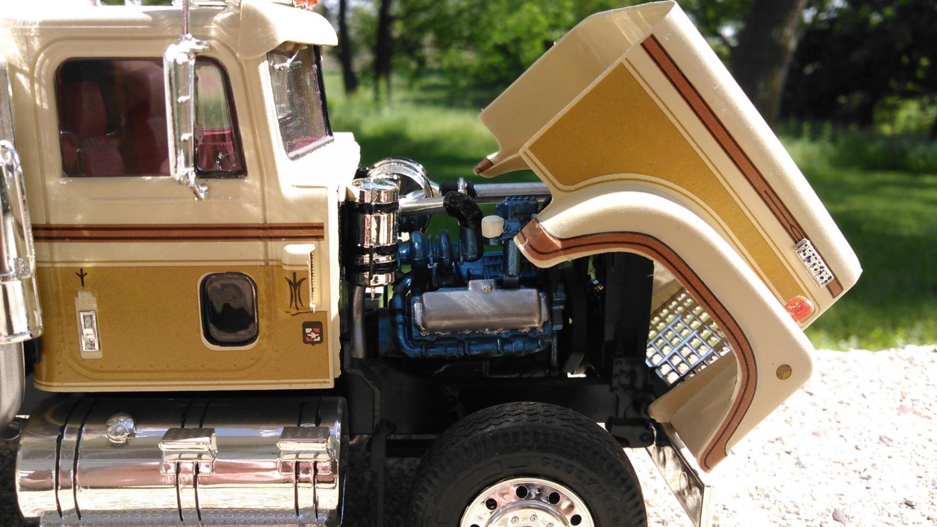 IH Transtar 4300 Eagle - Under Glass: Big Rigs - Model ...