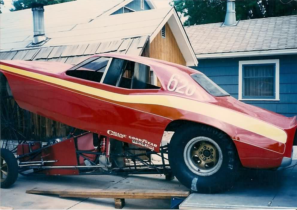 rear engine cuda funnycar.jpg