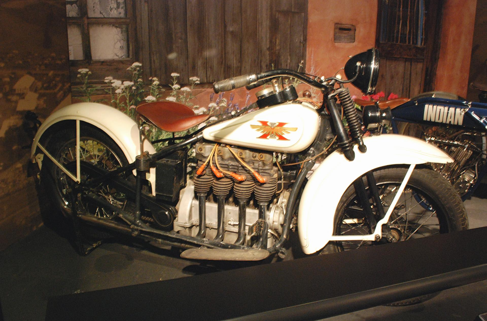 Henderson 1929 KJ1000 4cyl Streamline side rt 1.JPG
