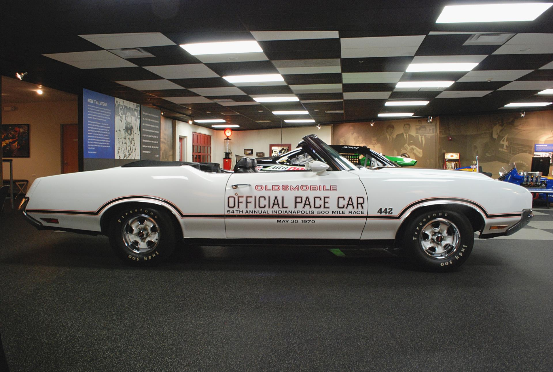 Oldsmobile 1970 442 Indy Pace Car side rt.JPG