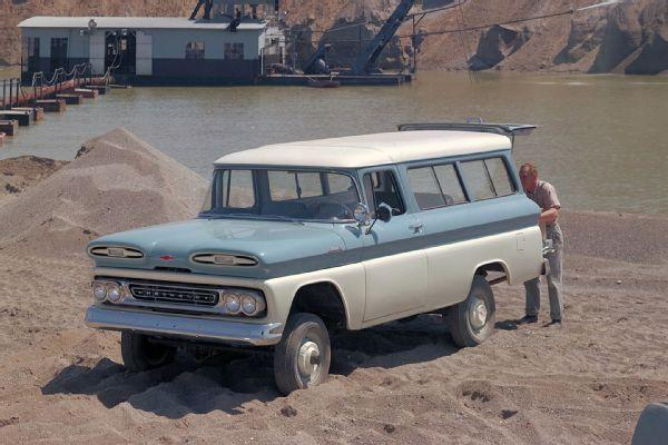 001-1961-chevy-suburban-4x4.jpg