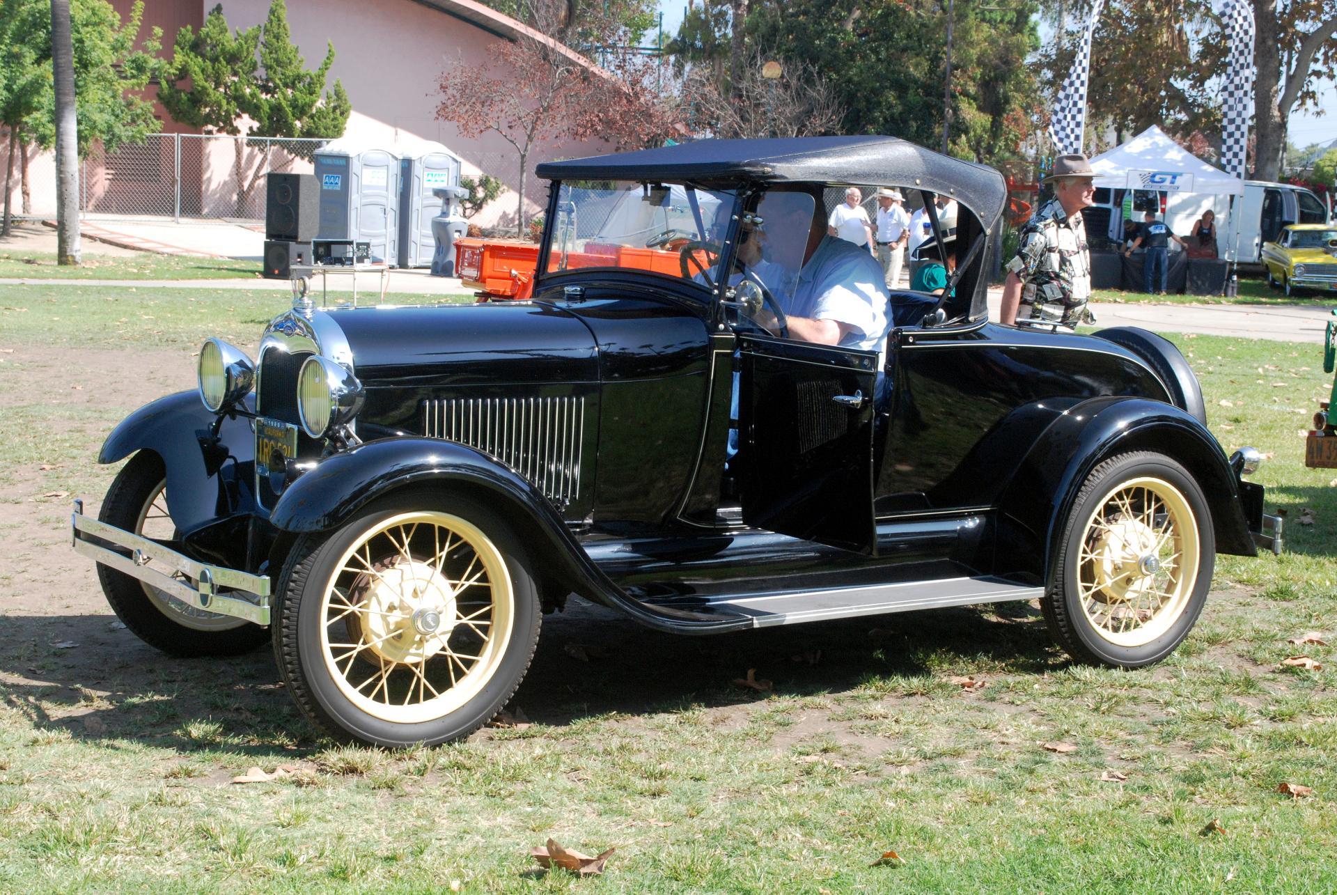 Ford 1929 Model A roadster ft lf.JPG