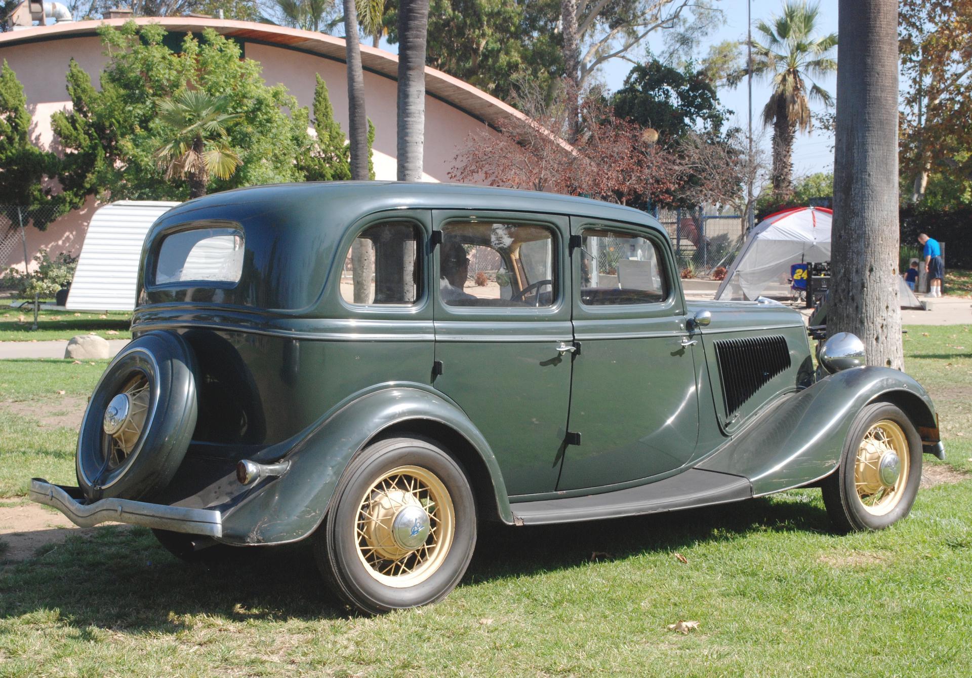 Ford 1934 4dr sedan rr rt 3_4.JPG