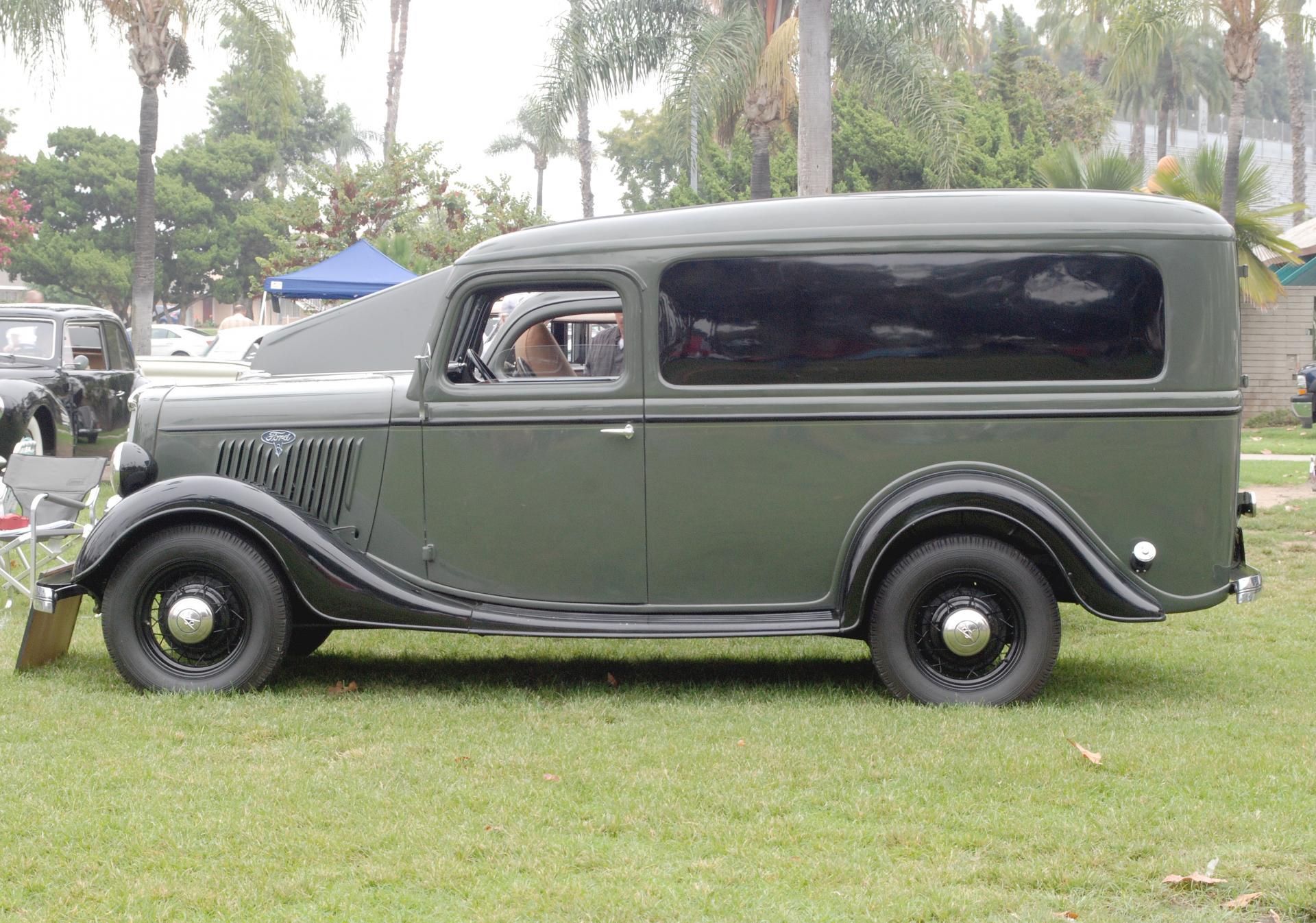 Ford 1935 panel truck side lf.JPG
