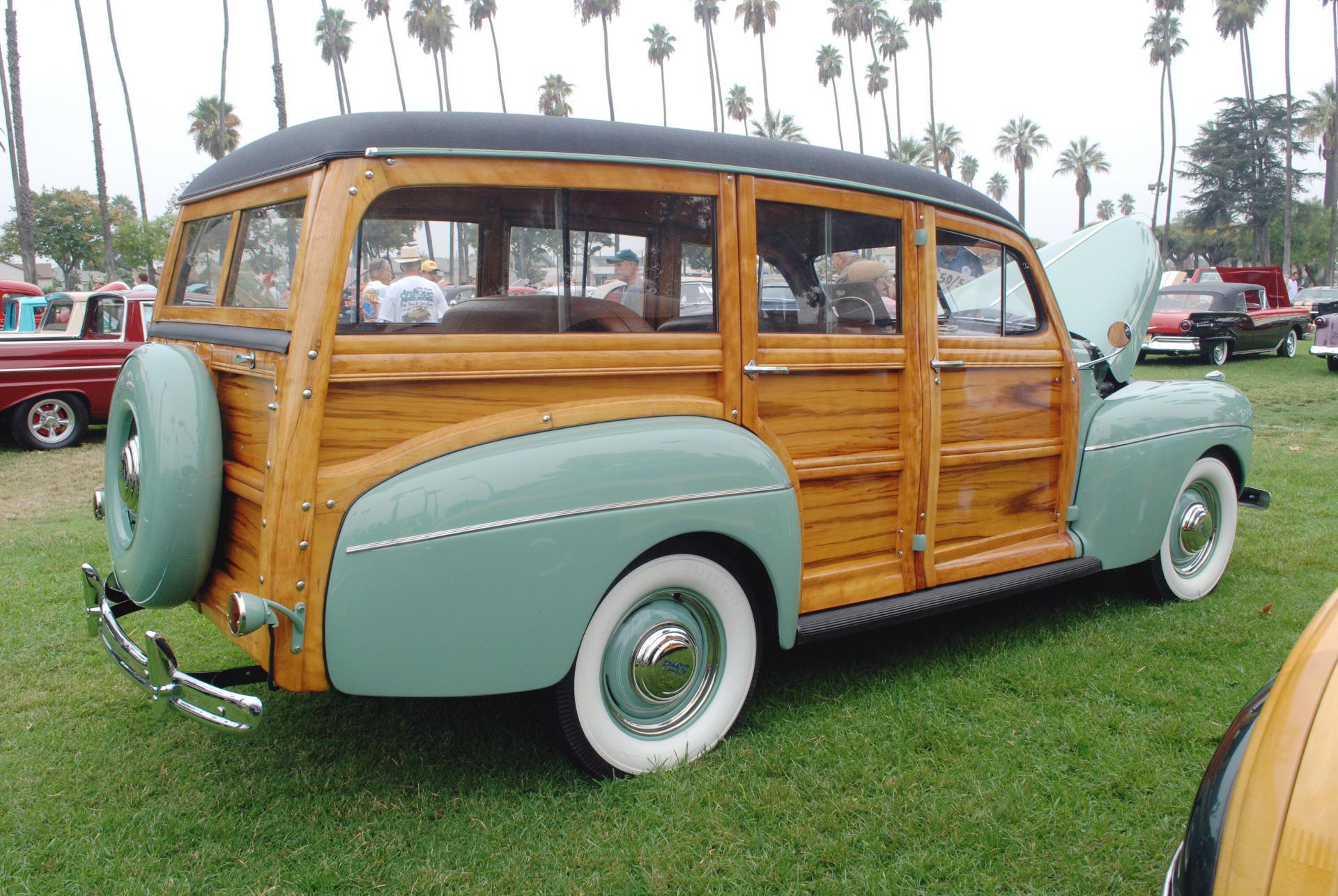 Ford 1941 woodie rr rt.JPG
