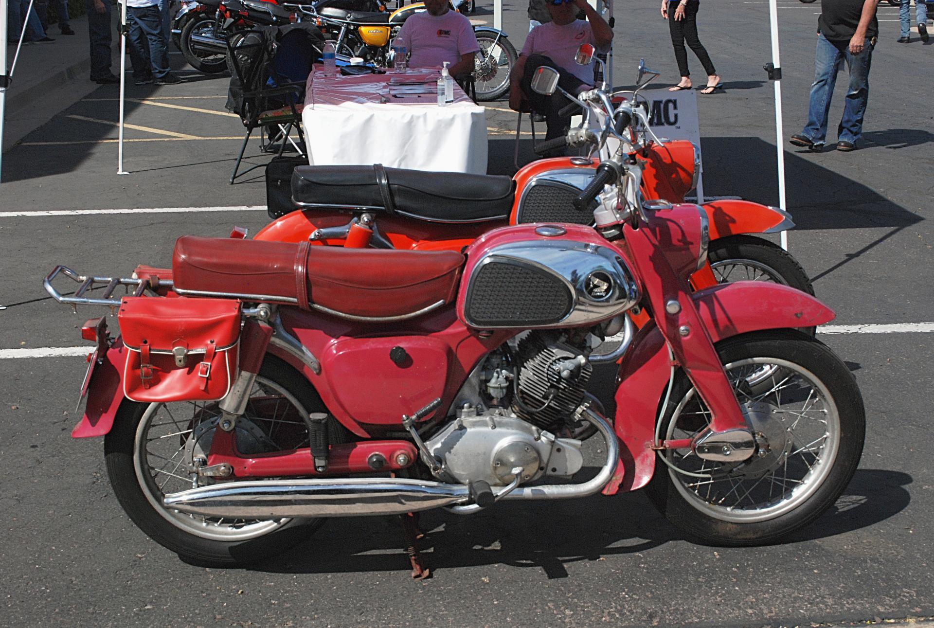 Honda 1960 CA95 Bealy side rt.JPG