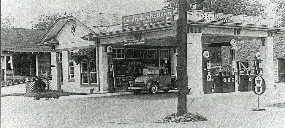 Texaco - Barn syle station Pennsacola Fla ..jpg