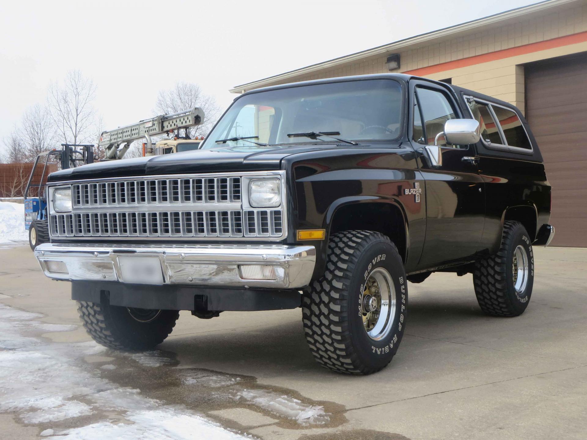 1981-Chevy-K5-Blazer-4.thumb.jpg.bbd522d48512cfbab39a79f5a340caca.jpg