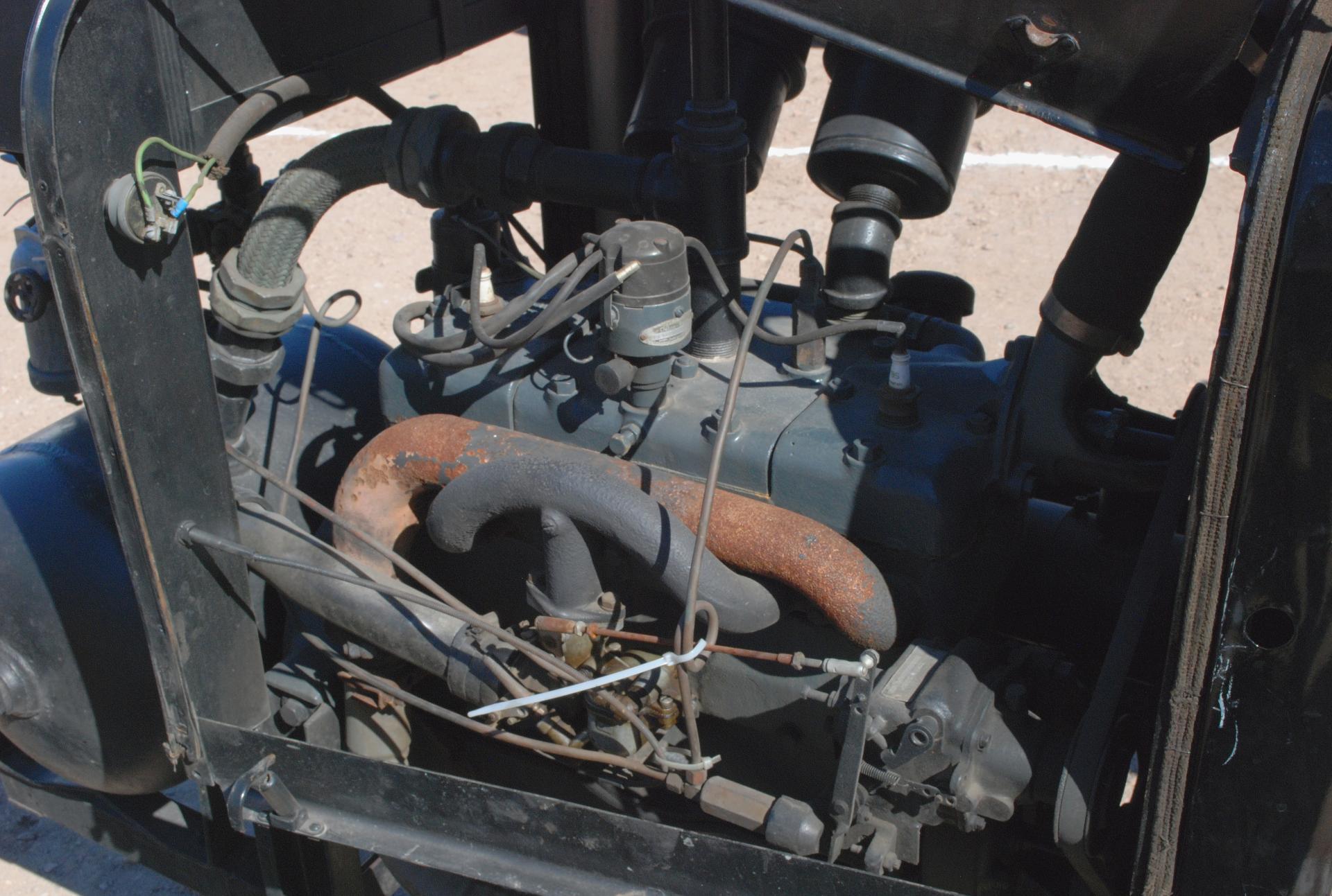 Gordon Smith 1932-35 air compressor side rt detail.JPG