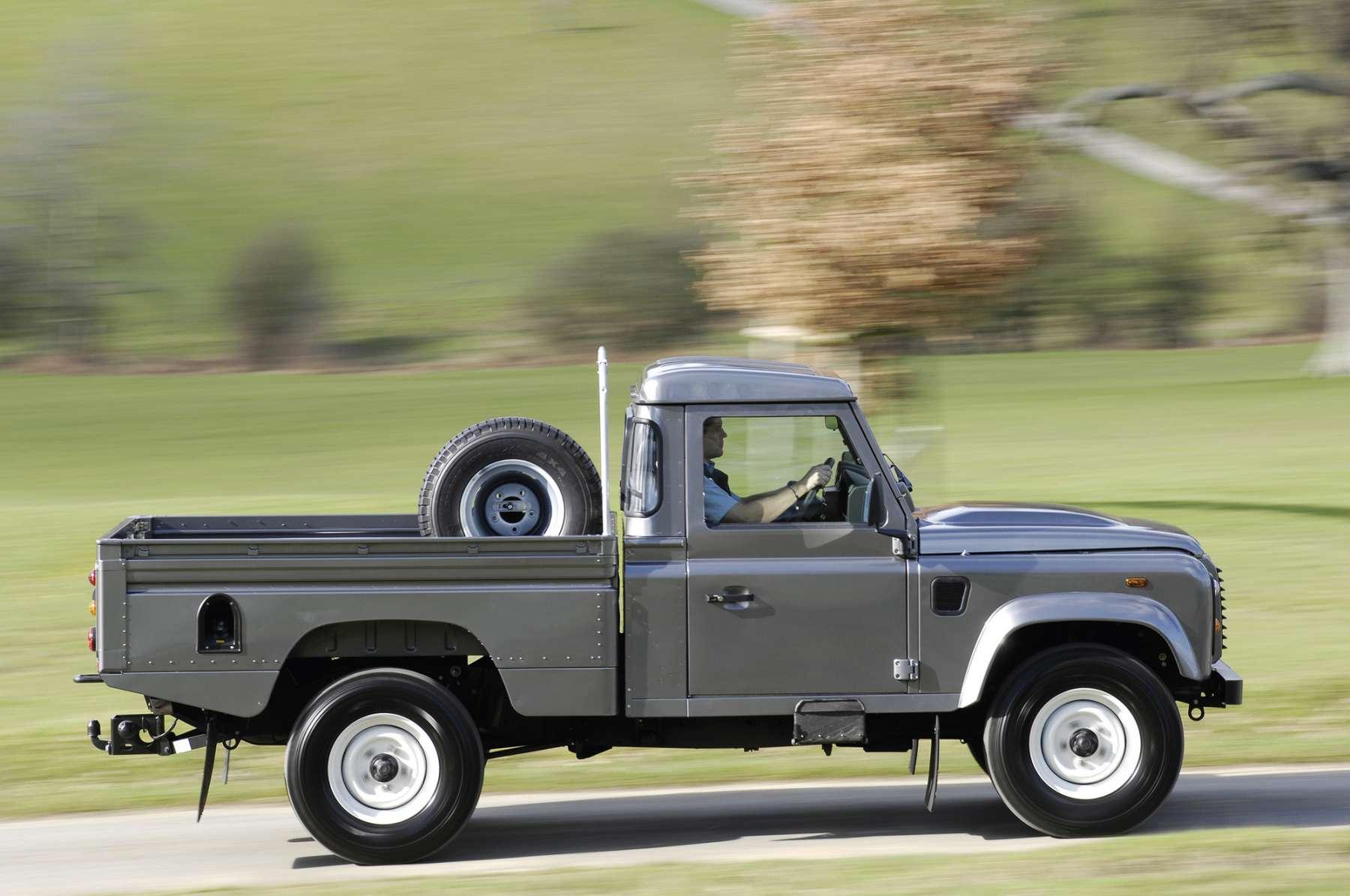 Revell Germany Landrover series III false alarm Truck Kit News