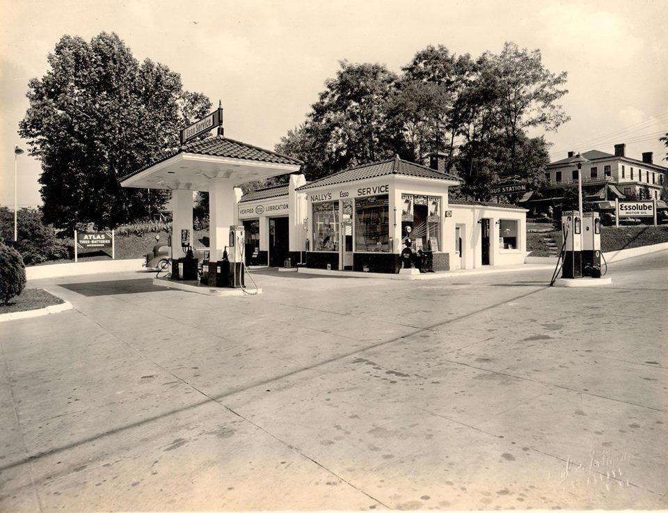 Esso- St Albans W Virginia.jpg