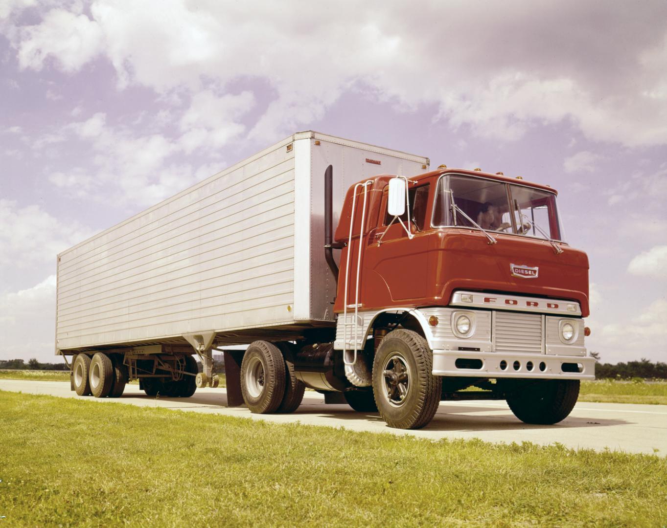 ford_w-750_tractor_truck_2.jpeg.37bae885f12ceee6fed5cd875da80a19.jpeg