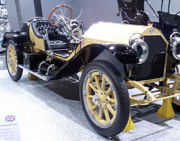 1912_Stutz_Bearcat_Speedster_front_quarter_(7704047066).jpg