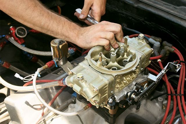 0611ch_07_z+holley_carburetors+830cfm_carburetor_install.jpg