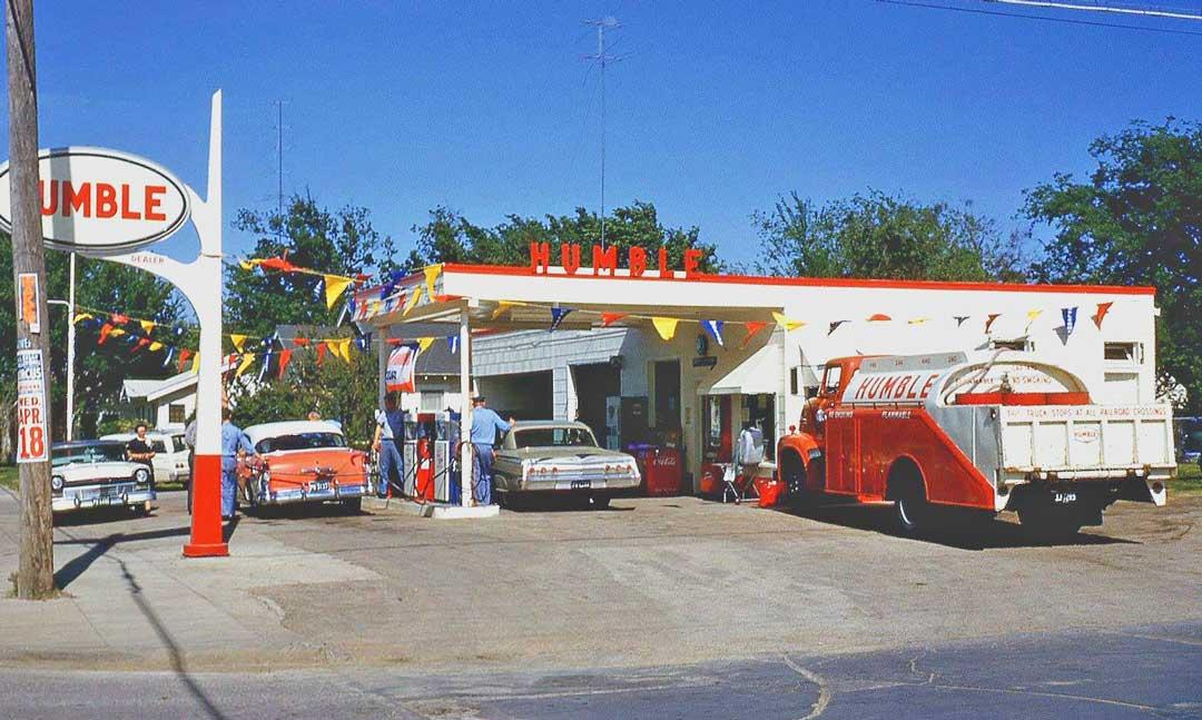 Humble-Gas-Staion-Opening-Circa-1962.jpg.85e119a5edc369c1e75cd91338790293.jpg