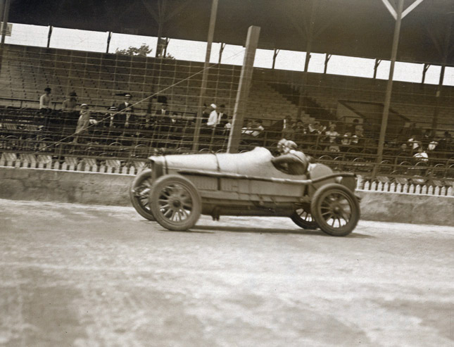 Indianapolis_1914_500_Mile_-_9._Chassagnevv_on_Sunbeam_at_speed_(May_30th)-copy_edited-1-1.jpg.4d175eb86ba7a4f7018ba5055ab57513.jpg