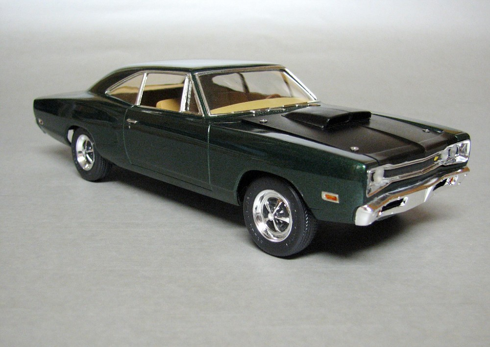 1969 Dodge Super Bee (green).jpg