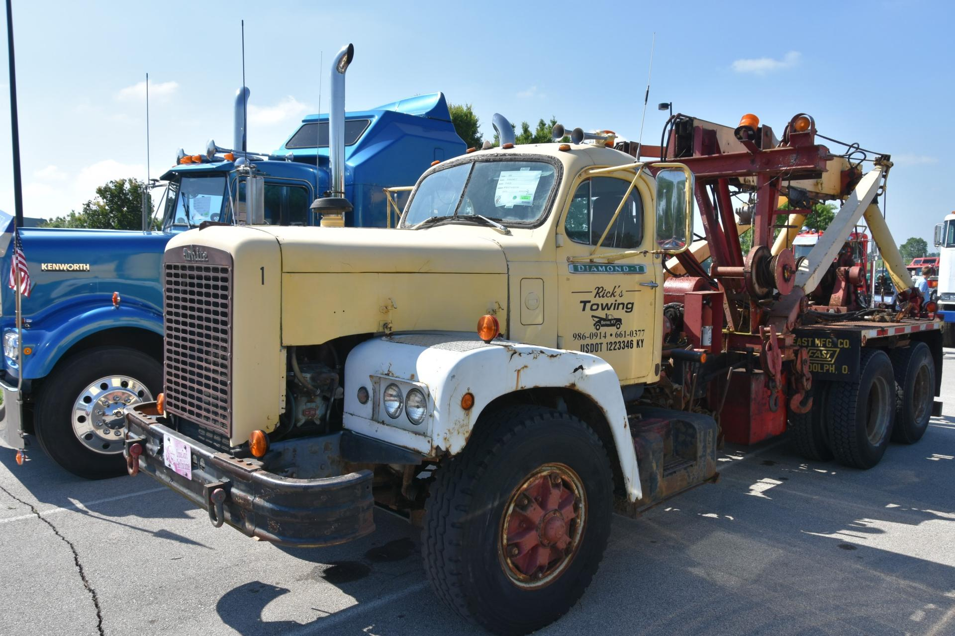 1965 Diamond T P4320 Wrecker  (4).JPG