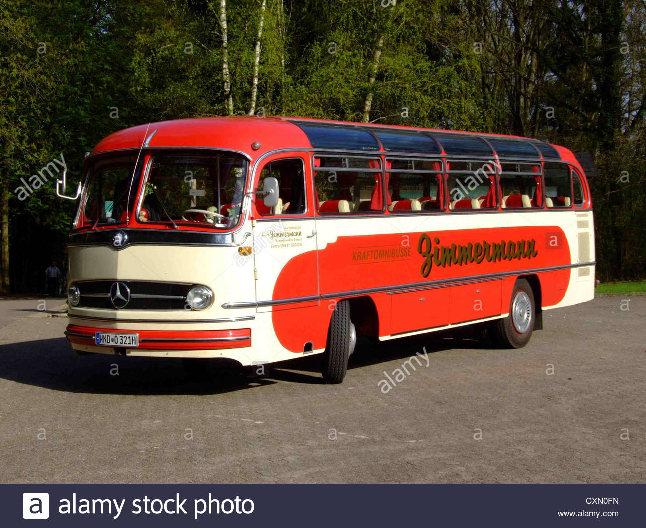 mercedes-benz-o-321-classic-old-bus-CXN0FN.jpg