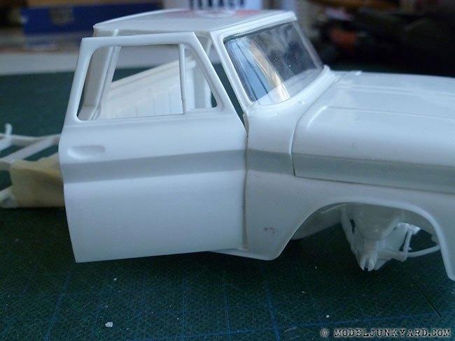64-chevy-pickup-fleetside-hinges-pillar-revell-1-25-scale-08.jpg.504db44838b08eb5d027253efb2df01c.jpg