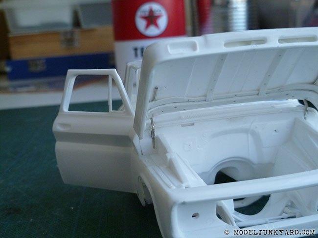 64-chevy-pickup-fleetside-hood-hinges-revell-1-25-scale-19.jpg.3da35756675c3944916343f7ec11c227.jpg