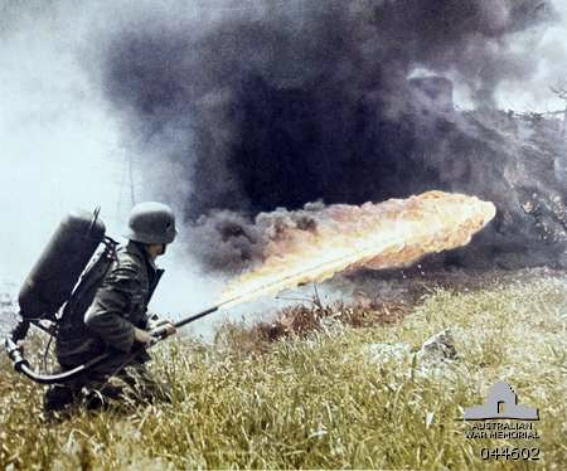 German_soldier_with_flamethrower_c1941.jpg.952f7117ebd83fb341a588d7b8d60eea.jpg
