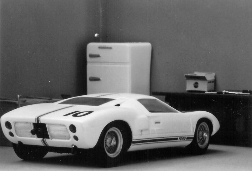 Ford_GT40_1964_trials_004bw.jpg.12b08bd2f3e21378614306302aa565af.jpg
