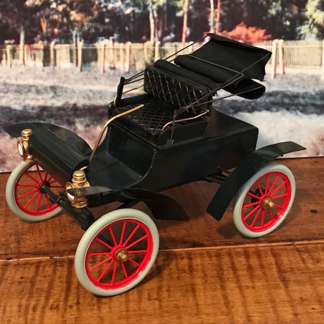 1904 Oldsmobile.jpg