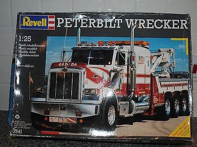 revell-25-peterbilt-wrecker-7541_360_89503a3de6206abee43b40d4d33db317.jpg