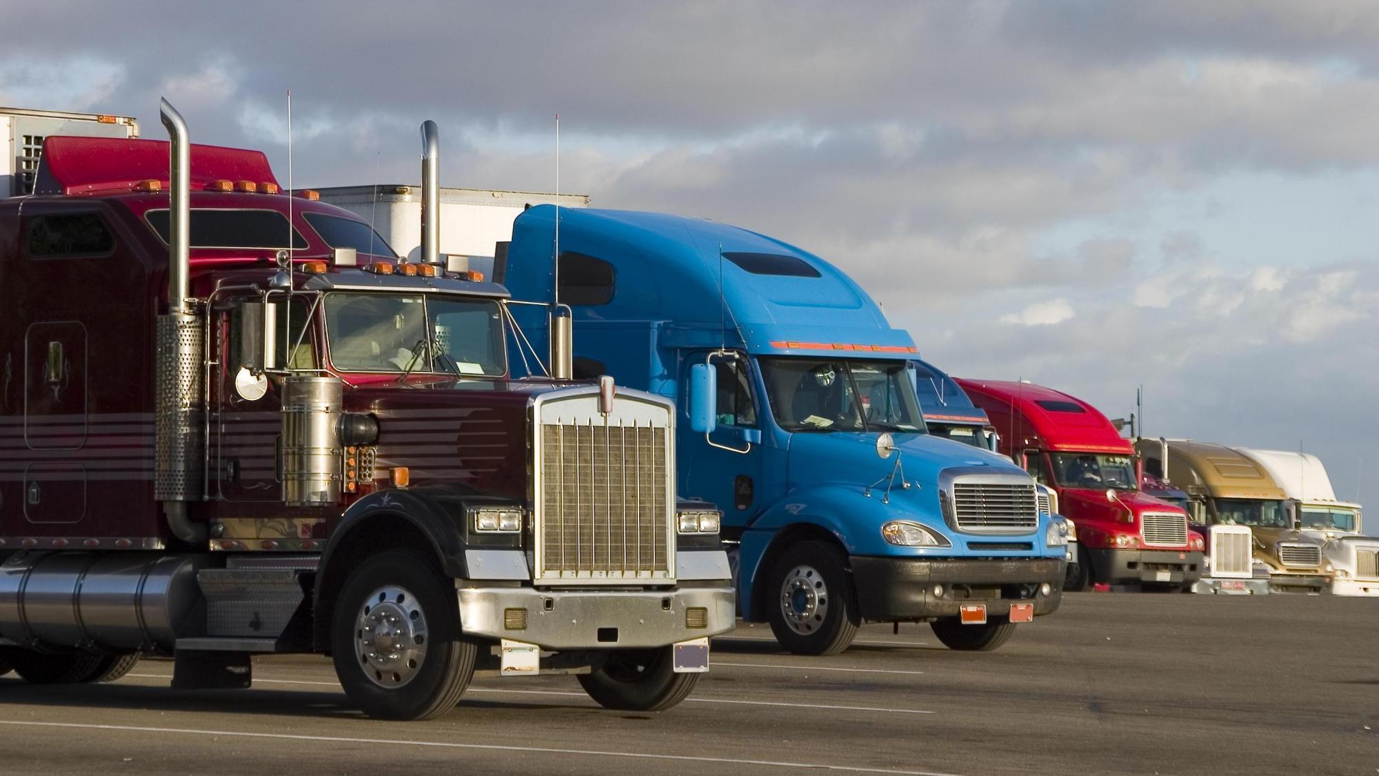 bigstock-Line-Of-Trucks--270815-DMID1-5kvd0ypn6-2000x1125.jpg.2e0f3133ae327abec323e076e8e5ae39.jpg