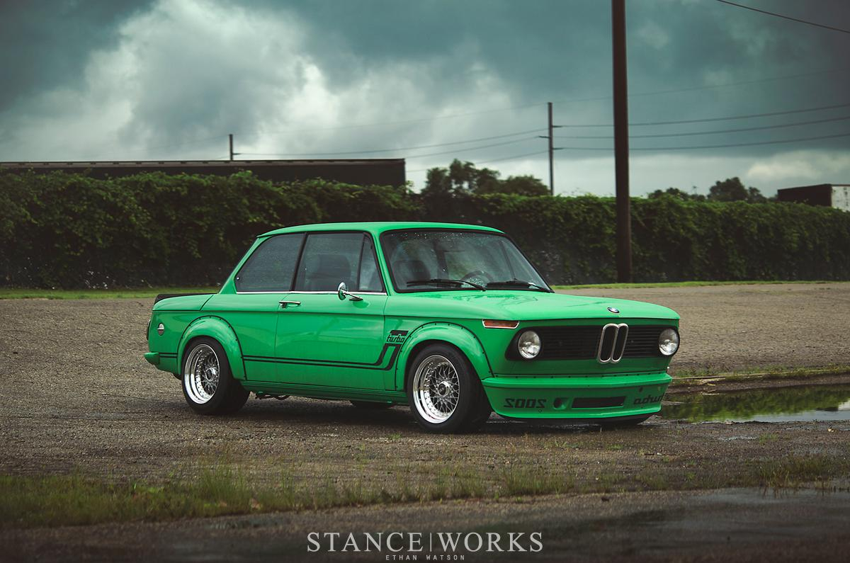 signal-green-bmw-2002-turbo-is-a-work-of-art-photo-gallery_2.jpg