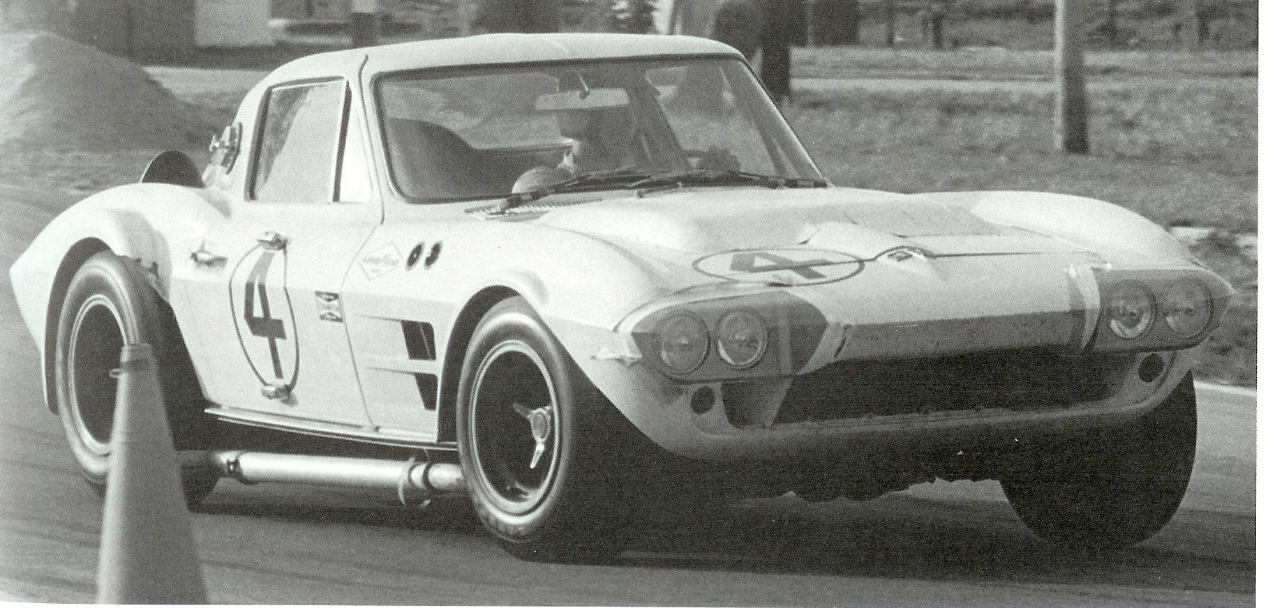 Corvette_GS_005_1964_#4_Sebring_Hall-Penske_005.jpg