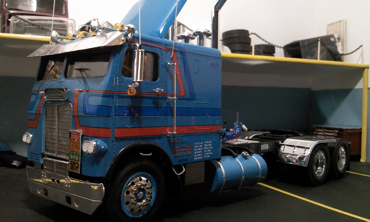 white freightliner double bunk - Under Glass: Big Rigs